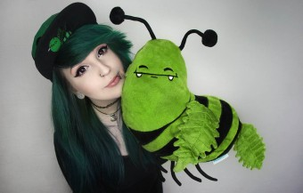 Canna Bee Pillow Scene Girl Green Hair Cute Smiley