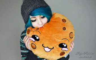 Cookie Pillow Smiley Plush Toy Scene Girl Blue Hair Darja Flashback