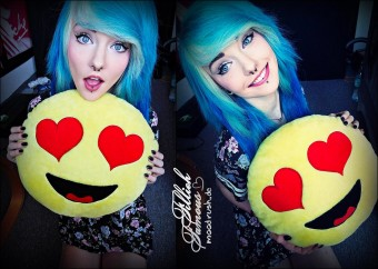 Fillieh Famous Scene Girl Blue Hair Cute Emoticon Pillow