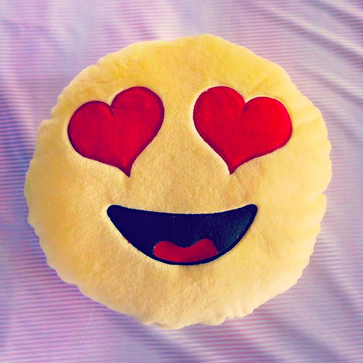 moodrush hearts emoji pillow love smiley messenger emoticon plush. Black Bedroom Furniture Sets. Home Design Ideas